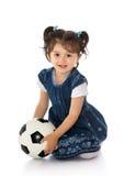 Muchacha con el balón de fútbol Fotos de archivo