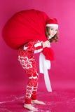 Muchacha con el bolso grande de la Navidad Imágenes de archivo libres de regalías