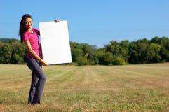 Muchacha con el cartel Foto de archivo libre de regalías