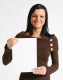 Muchacha con el cartel en blanco Fotografía de archivo libre de regalías