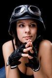 Muchacha con el casco de la motocicleta del Ejército-estilo de los E.E.U.U. Imágenes de archivo libres de regalías