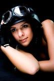 Muchacha con el casco de la motocicleta del Ejército-estilo de los E.E.U.U. Fotos de archivo libres de regalías