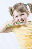 Muchacha con el cepillo de dientes Fotografía de archivo libre de regalías