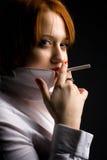 Muchacha con el cigarrillo Foto de archivo libre de regalías