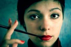 Muchacha con el cigarrillo Fotografía de archivo libre de regalías
