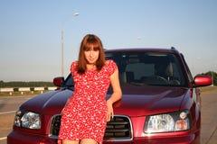 Muchacha con el coche 4 Imágenes de archivo libres de regalías