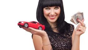 Muchacha con el coche y el dinero Imagen de archivo libre de regalías