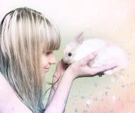 Muchacha con el conejo Fotografía de archivo libre de regalías