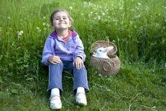 Muchacha con el conejo Fotos de archivo