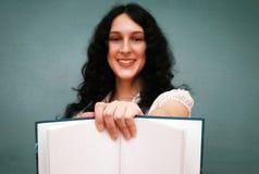 Muchacha con el copy-book Imagen de archivo libre de regalías