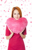 Muchacha con el corazón del juguete Foto de archivo