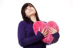 Muchacha con el corazón del juguete. Fotos de archivo libres de regalías