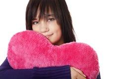 Muchacha con el corazón del juguete. Imagen de archivo libre de regalías