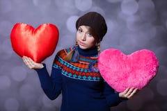 Muchacha con el corazón del juguete Foto de archivo libre de regalías