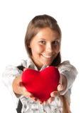 Muchacha con el corazón rojo en manos Fotografía de archivo