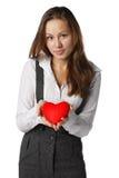 Muchacha con el corazón rojo en manos Fotografía de archivo libre de regalías