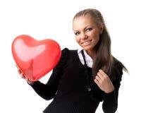 Muchacha con el corazón rojo en manos Foto de archivo
