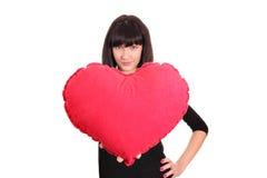 Muchacha con el corazón rojo grande Fotos de archivo