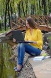 Muchacha con el cuaderno Imagen de archivo libre de regalías