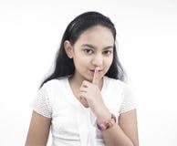Muchacha con el dedo en sus labios Fotos de archivo