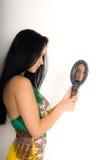 Muchacha con el espejo Fotos de archivo libres de regalías