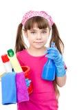 Muchacha con el espray y el cubo en las manos listas para ayudar con la limpieza Imagenes de archivo