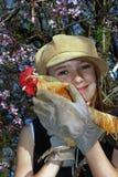 Muchacha con el gallo Imagen de archivo