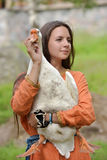 Muchacha con el ganso Fotos de archivo