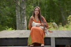 Muchacha con el ganso Imagen de archivo libre de regalías
