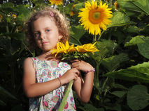 Muchacha con el girasol Fotos de archivo libres de regalías