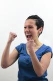 Muchacha con el griterío feliz de la camiseta azul Foto de archivo