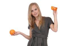Muchacha con el jabón y la naranja Imagen de archivo
