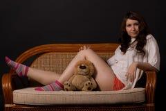 Muchacha con el juguete-león Fotos de archivo libres de regalías