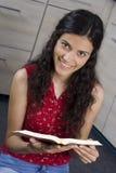 Muchacha con el libro foto de archivo libre de regalías