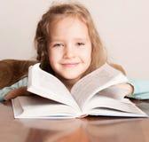 Muchacha con el libro Fotografía de archivo