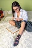 Muchacha con el libro Imagen de archivo
