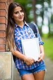 Muchacha con el libro en universidad Fotos de archivo