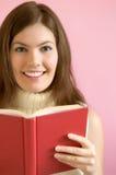 Muchacha con el libro rojo Fotos de archivo