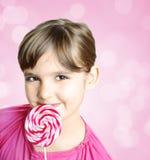 Muchacha con el lollipop Fotos de archivo libres de regalías