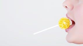 Muchacha con el lollipop Imágenes de archivo libres de regalías