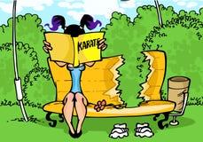 Muchacha con el manual del karate stock de ilustración