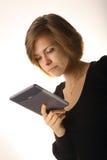 Muchacha con el ordenador de la tablilla Foto de archivo