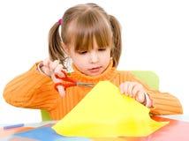 Muchacha con el papel y las tijeras Imagen de archivo libre de regalías