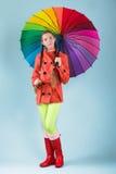 Muchacha con el paraguas colorido Fotografía de archivo