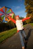 Muchacha con el paraguas en un bosque Imagenes de archivo