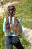 Muchacha con el peinado del renacimiento de coletas y de trenzas de la cuerda Imágenes de archivo libres de regalías