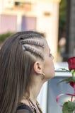 Muchacha con el peinado y la joyería agradables Imágenes de archivo libres de regalías