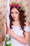 Muchacha con el pelo largo en una guirnalda Imágenes de archivo libres de regalías