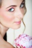 Muchacha con el pelo largo y los ojos verdes Fotografía de archivo libre de regalías