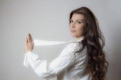 Muchacha con el pelo oscuro Fotografía de archivo libre de regalías
